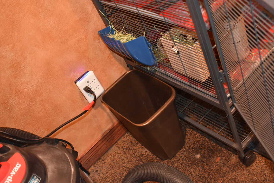 2 hay feeders on chinchilla cage